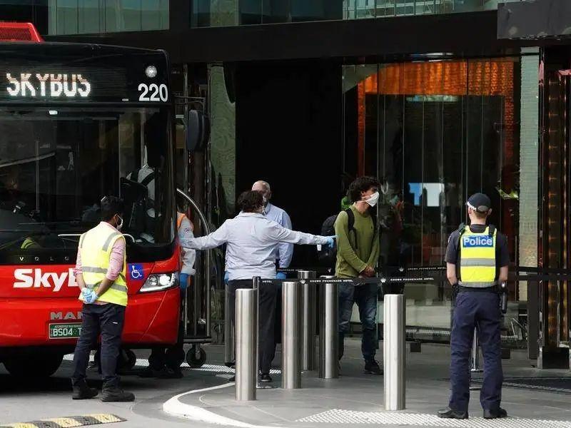 澳大利亚熊孩子隔离期间酒店抹粪 致千人感染新冠