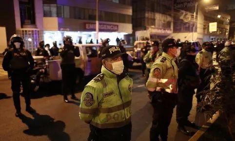 警方突查违令聚会,结果13人死于踩踏!