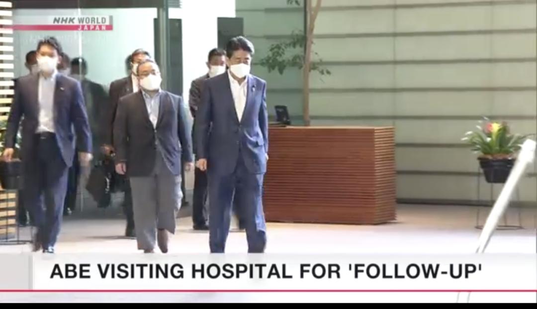 安倍再次前往医院。/NHK视频截图