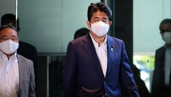 刷新日本首相任期纪录后,安倍连续跑医院引忧虑