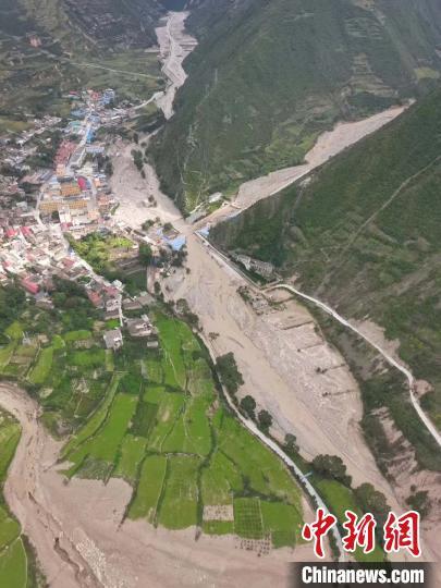 图为舟曲县曲告纳镇受灾村之一。舟曲县委宣传部提供