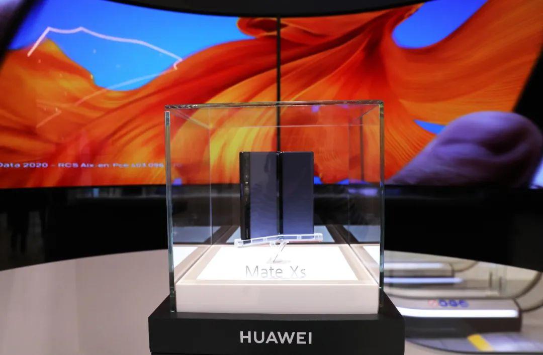▲资料图片:2020年3月5日在法国巴黎华为旗舰店拍摄的华为折叠屏Mate Xs 5G手机。(新华社记者高静 摄)