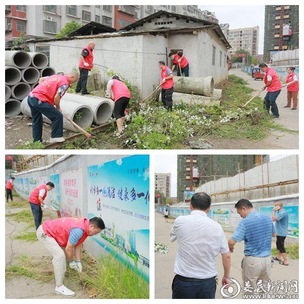 娄底市中心医院组织志愿者前往清潭社区卫生清扫活动