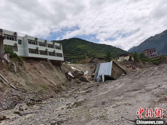图为暴洪灾害致房屋冲毁。舟曲县委宣传部提供