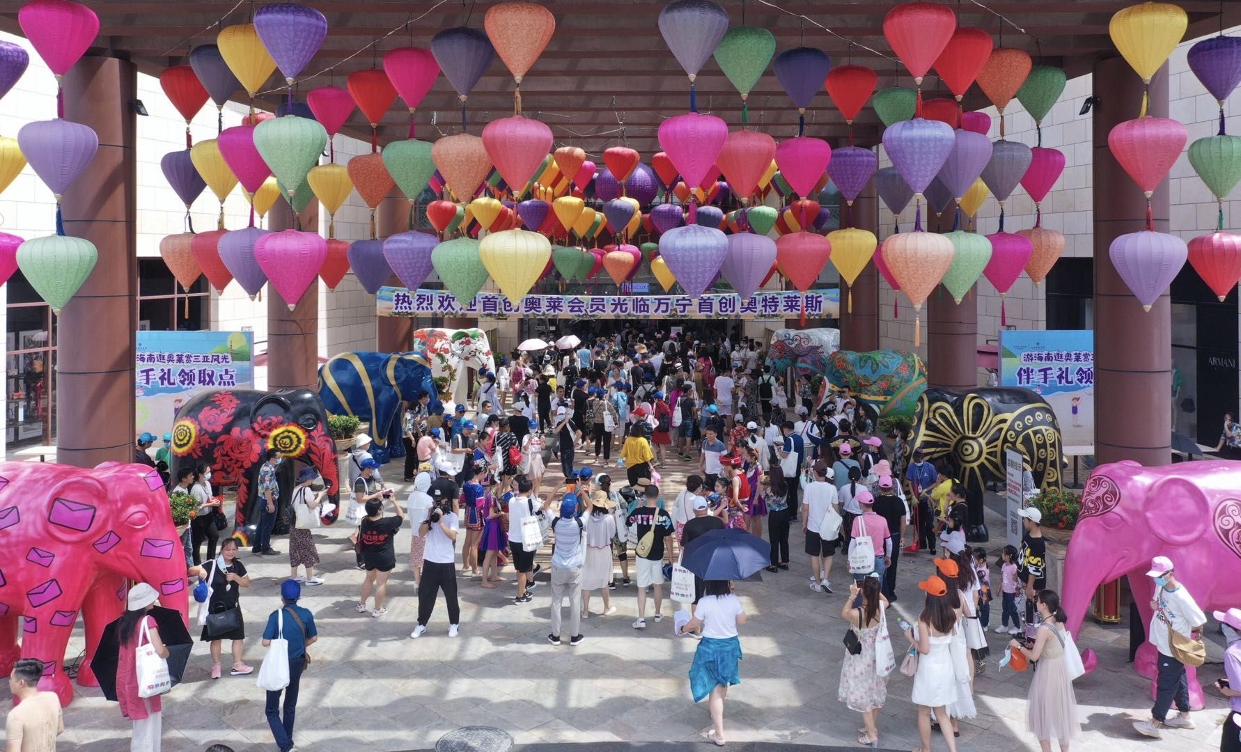 近千名会员参加万宁首创奥莱回馈活动,带动销售额增长160%