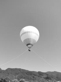 走进新宁县崀山镇打卡网红项目:乘坐热气球带她去看日出日落