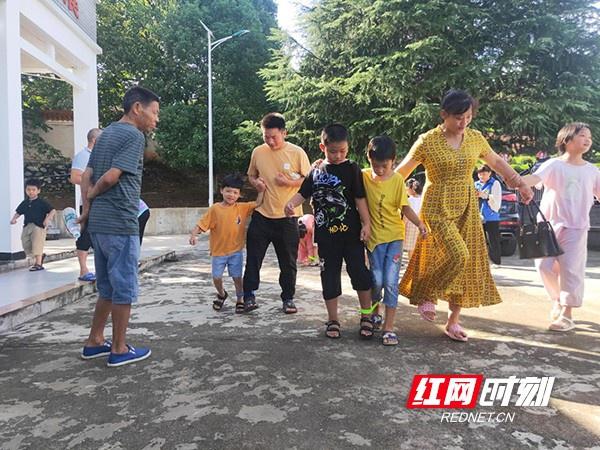 衡东县为农村留守儿童开展了一系列暑期