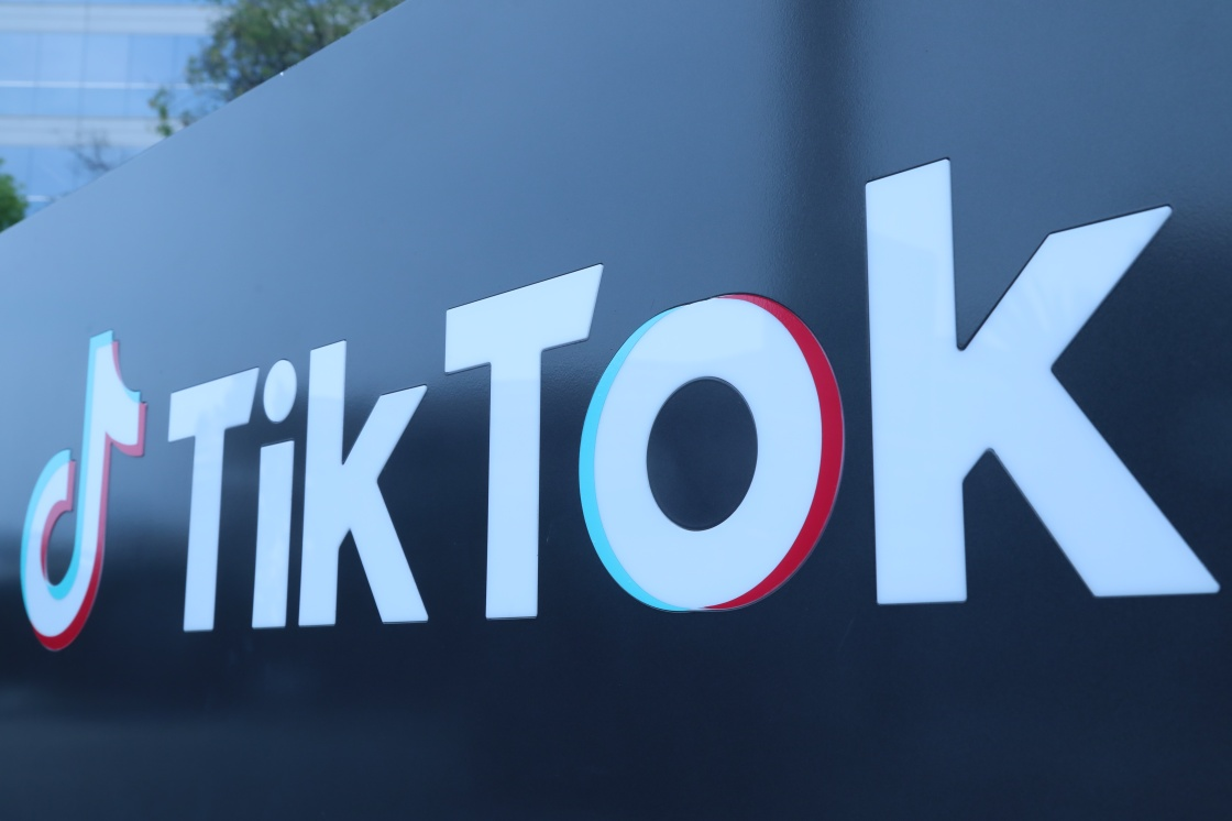这是8月21日在美国加利福尼亚州洛杉矶县卡尔弗城拍摄的TikTok公司标志。新华社 图