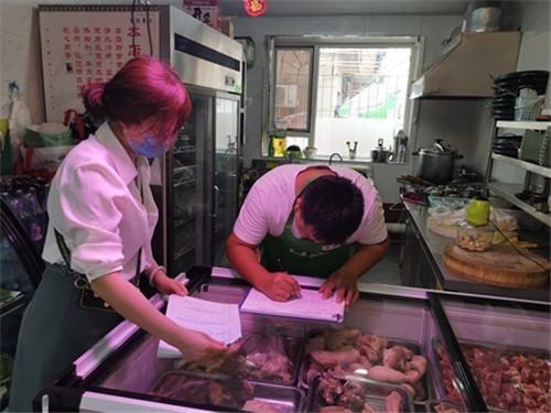 确保饮食安全 全安街道财神社区对辖区餐饮企业进行安全检查