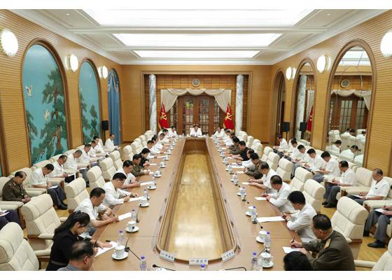 金正恩出席劳动党政治局扩大会议:讨论防台抗疫措施