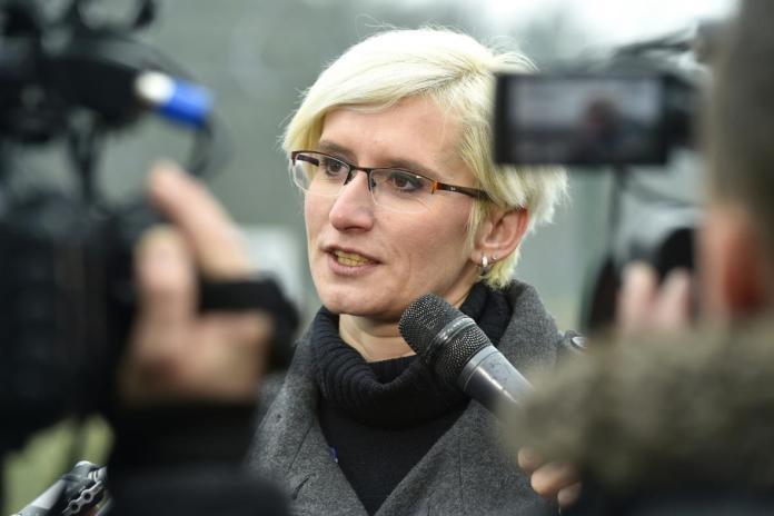 捷克前国防部长确诊感染新冠病毒 密切接触者中包括至少两名社会民主党议员