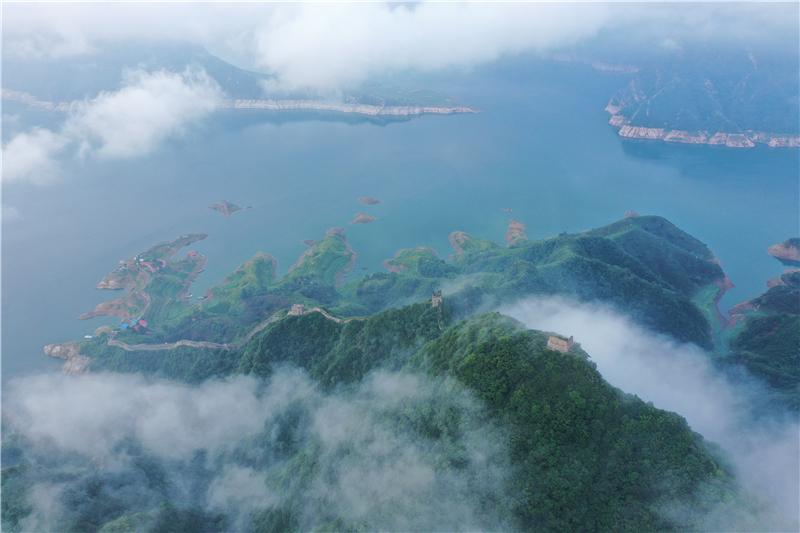 河北黔西:古长城似云海图