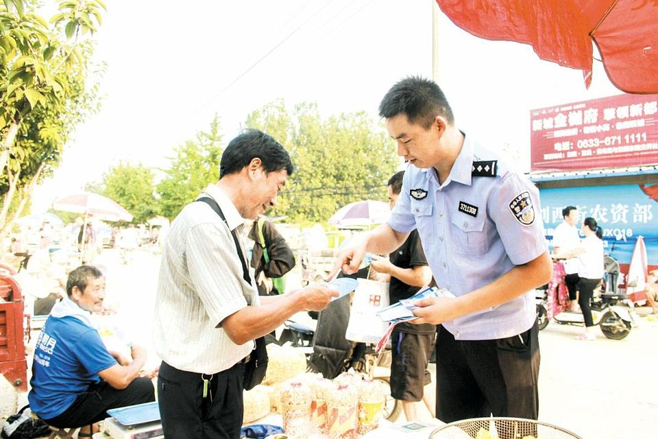 日照莒县:《民法典》宣传进市场