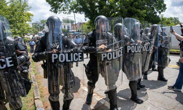 英媒:白人至上团体已渗透美国各地警队