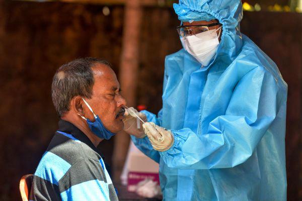外媒:印度新冠病例超340万 成病例增长最快的国家