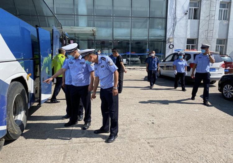 黑龙江绥棱公安交警大队联合有关部门开展综合