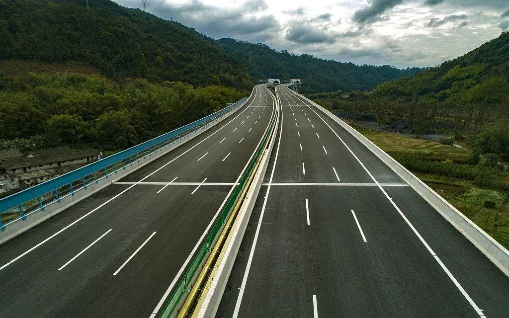 规范公路限速标志,让交通更安全畅通