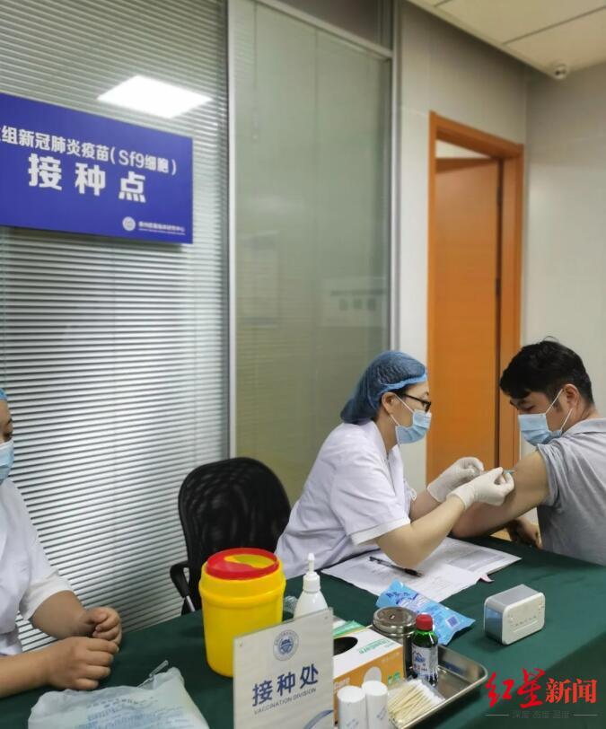 第一支由昆虫细胞生产的重组蛋白新冠疫苗注入志愿者体中