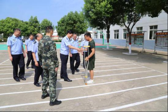 河南省社旗县公安局党委开展八一走访慰问活动
