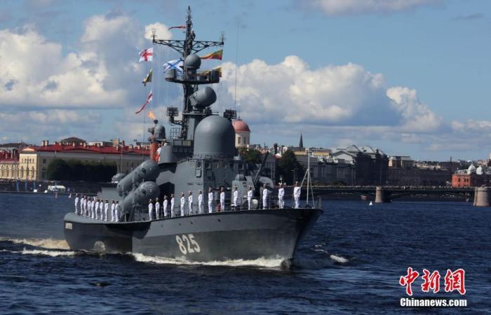 """俄测试可搭载核弹无人潜艇 俄媒:西方""""极为紧张"""""""