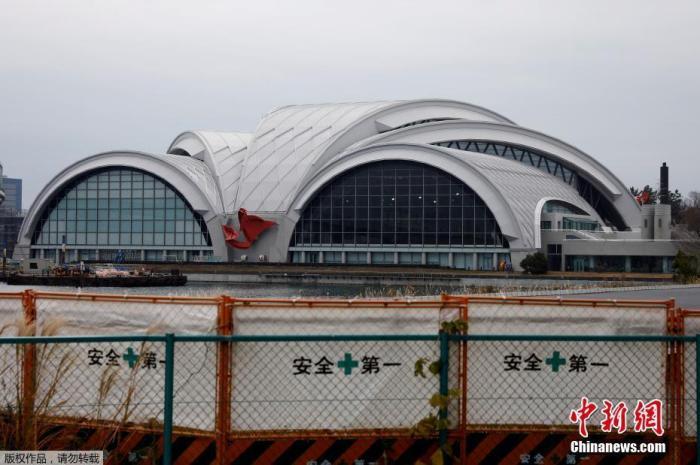 当地时间2019年12月30日,日本东京国际游泳中心外形建筑初具规模,该地为2020年东京奥运会游泳比赛场馆。