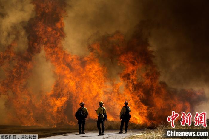 《【摩登2电脑版登陆地址】美加州发生野火:延烧超1.2万英亩 火势完全不受控》