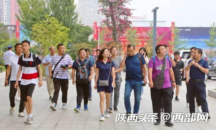 中省媒体走进东岭  感受东岭村发展变迁探寻东岭的创新发展之路
