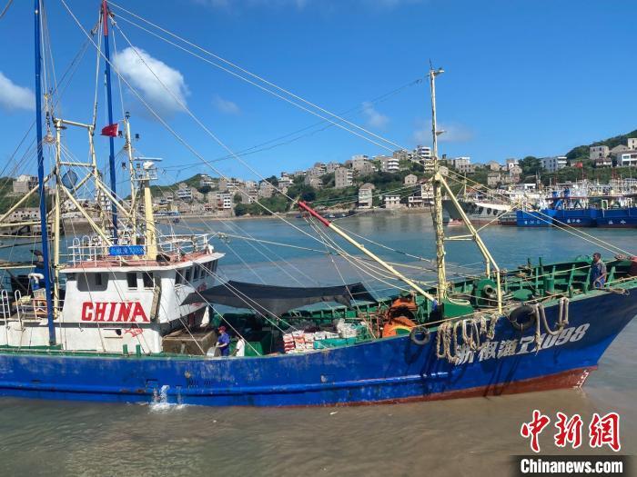 """浙江台州严阵以待防御""""黑格比"""" 3519艘渔船进安全水域"""
