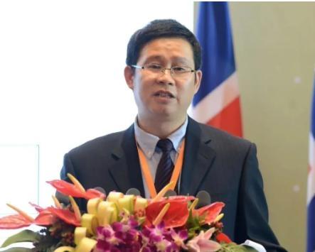 """李成威丨惠誉将美国主权信用评级展望由""""稳定""""下调至""""负面""""意味着什么?"""