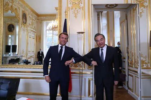 昨天,外交部网站发了这样一张照片