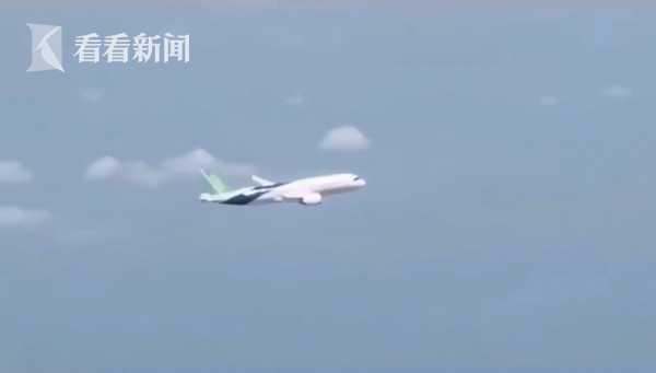 C919试飞画面公开!90度侧飞 驾驶舱全面展示(图)图片