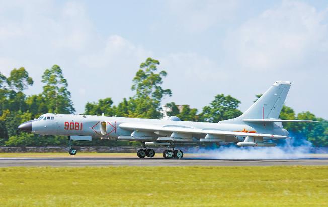 轰6J首次公开:可在美舰空导弹射程外密集发射鹰击12