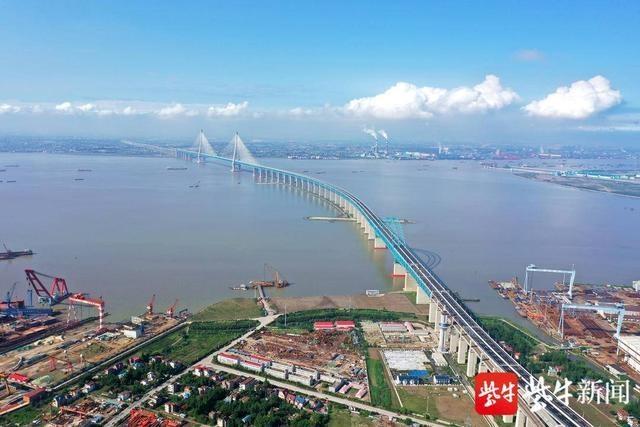 沪苏通长江公铁大桥运营首月南通两站发送旅客 36.24万人