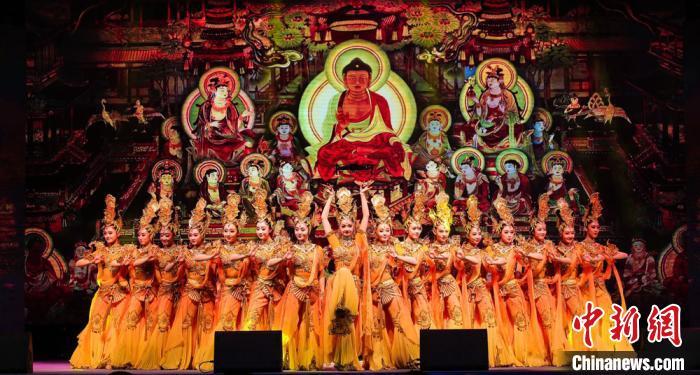 兰州黄河之滨展百场演出  涵盖敦煌舞等多种艺术