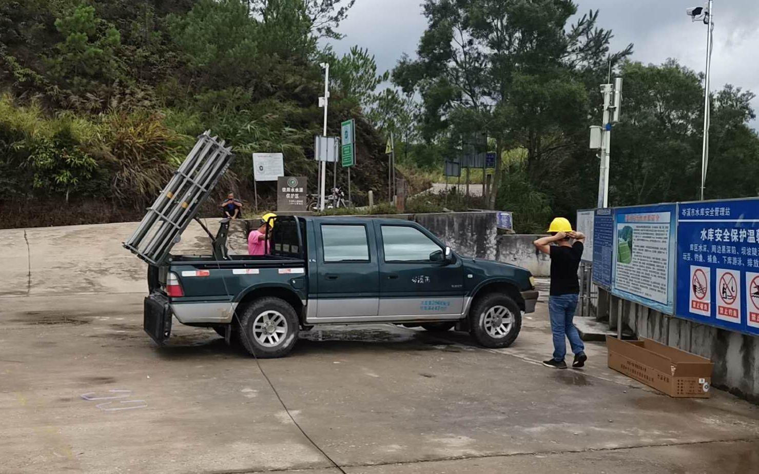 岑溪市相关部门进行人工增雨。受访者供图