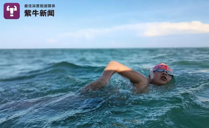 【紫牛头条】父亲与12岁儿子横渡琼州海峡:看孩子在漆黑海上游泳,很感动