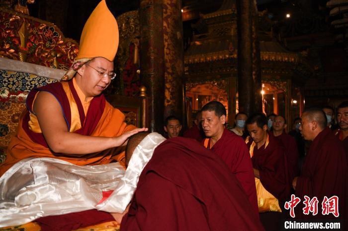 十一世班禅大昭寺礼佛 开启回藏佛事和社会活动