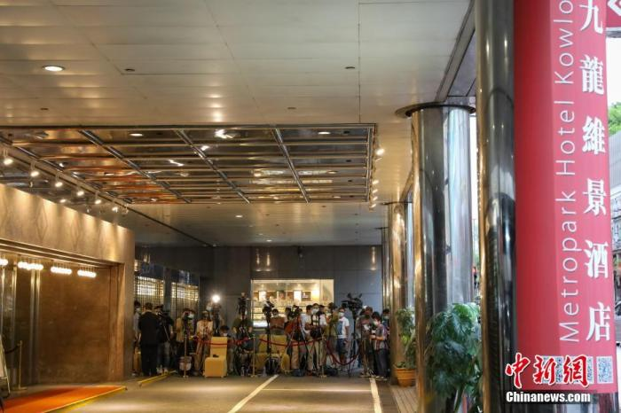 """8月2日下午,""""内地核酸检测支援队""""7名""""先遣队""""队员抵达香港,协助香港特区政府抗击疫情。 中新社记者 谢磊 摄"""