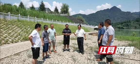 禁捕退捕在行动:保靖县集中销毁非法渔船渔具