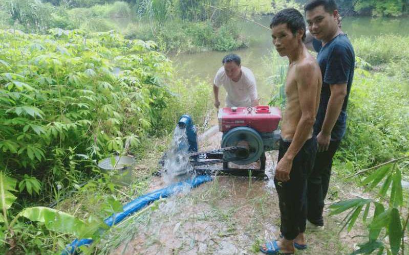 村民抽河水灌溉。受访者供图