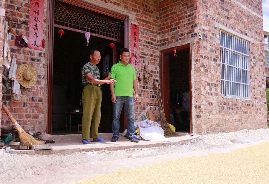 只做贫困户最贴心的人——记邕宁区百济镇屯茶村第一书记黄成