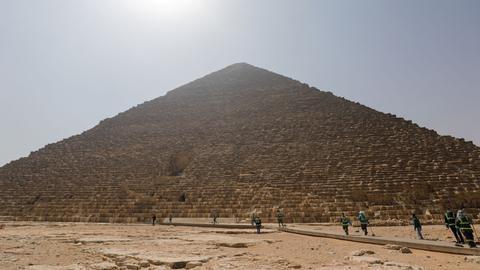 埃及开罗郊区的吉萨大金字塔(图源:天空新闻网)