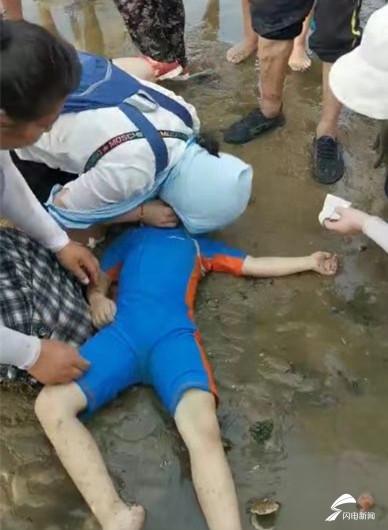这就是山东丨海水浴场度假遇儿童溺水 山大二院女医生死神手中夺回性命