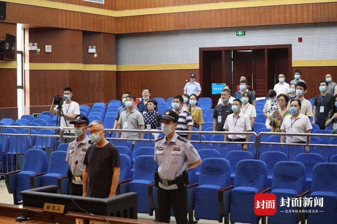 内江市第二人民医院原院长吴道全一审获刑十三年六个月 处罚金二百万元