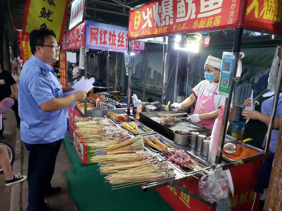 蓝田县市场监督管理局专项整治夏季食品市场