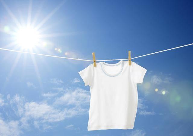 颜色越浅越凉快?夏天穿衣服讲究比你想象的还多!