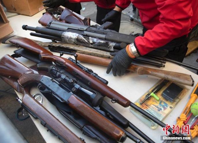 新冠疫情叠加反种族歧视活动 近半年美国买枪人数激增