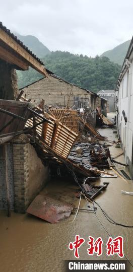 浙中南多地发布洪水预警 部分村庄受灾严重