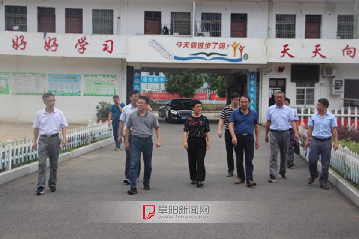六安市委常委、宣传部长韩军莅临金寨县指导学校灾后重建工作 ... ...