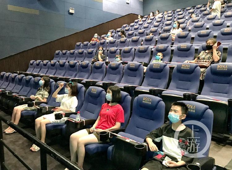 上周末近10万重庆人走进影院观影,从业者期待《八佰》《信条》8月再冲票房新高